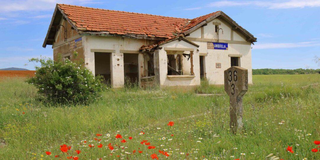 la antigua estacion de malanquilla vista desde la carretera