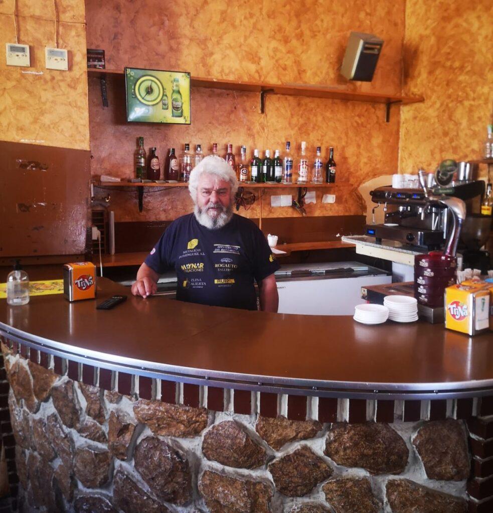 fotografía de cipri el regidor del bar de malanquilla desde hace 30 años