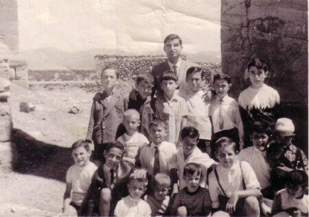 misionero en malanquilla con los niños del pueblo