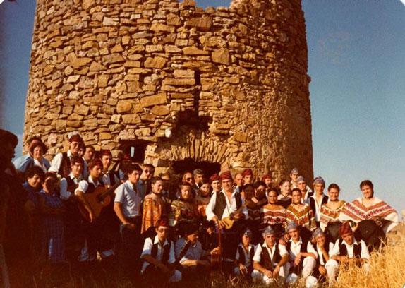 celebración de la primera piedra para la reconstruccion del molino de viento