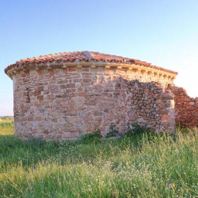 la ermita románica de malanquilla recién reconstruida
