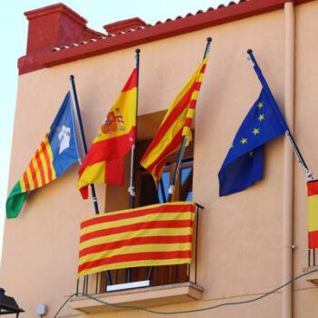 banderas del balcón del ayuntamiento de malanquilla