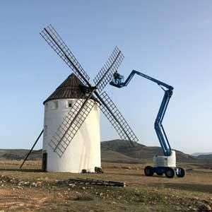 trabajos de arreglo y restauración de las aspas del molino de viento de malanquilla